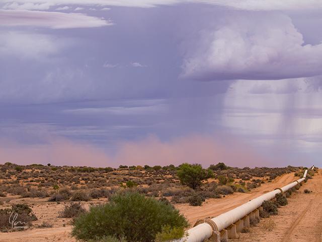 赤土 嵐 大雨 Red sand storm