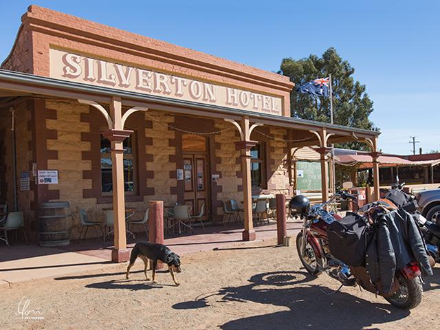 シルバートンホテル パブ Silverton hotel