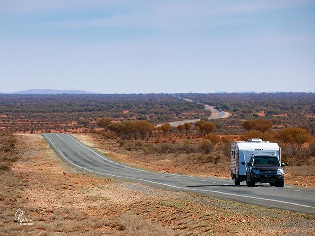 アウトバック キャラバンカー outback caravan car