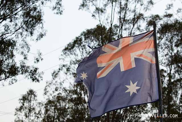 破れたオーストラリア国旗