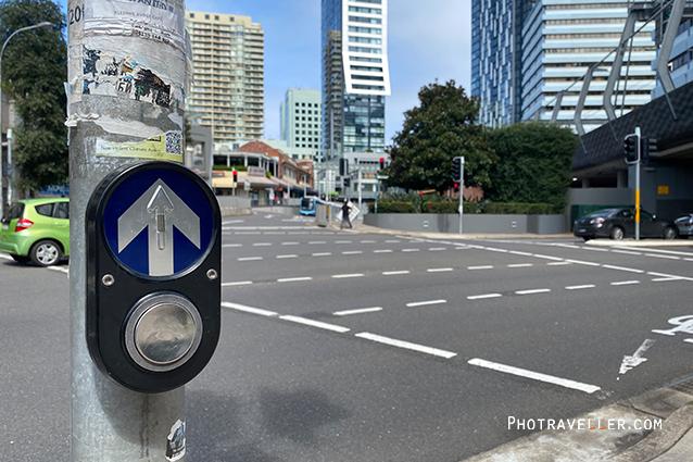 COVID19 measures コロナウイルス 対策 海外 横断歩道押しボタン