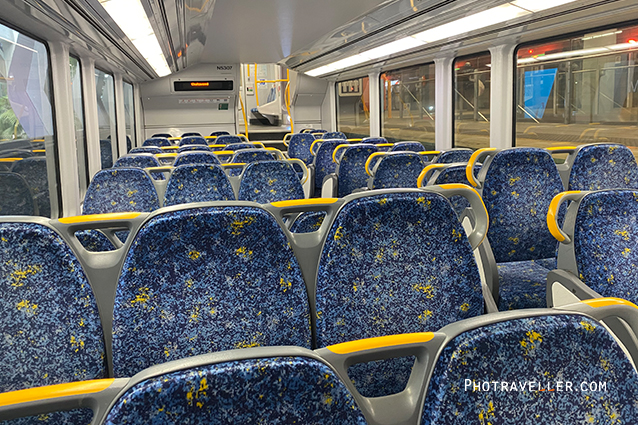 COVID19 measures コロナウイルス 対策 海外 昼間の電車