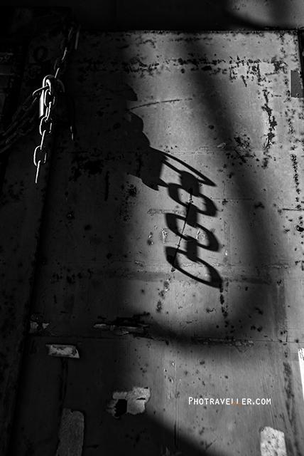 シドニー 世界遺産 コカトゥー島 チェーンの影
