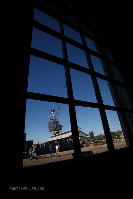 シドニー 世界遺産 コカトゥー島 窓の中のクレーン