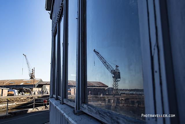シドニー 世界遺産 コカトゥー島 窓に映るクレーン