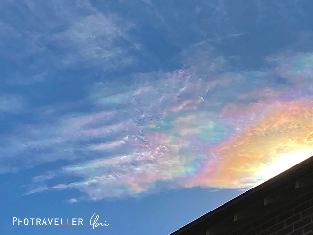 珍しい虹色の雲 彩雲
