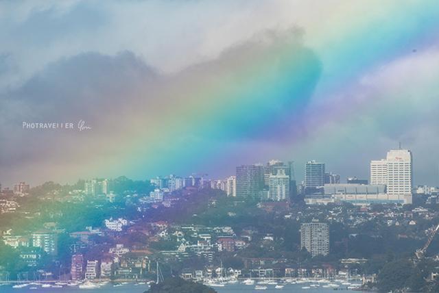 シドニーハーバーを包む虹